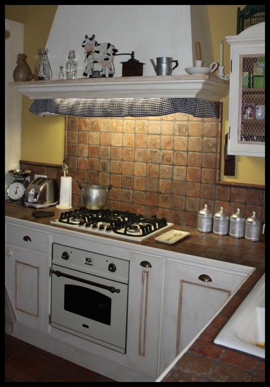 Cucina Provenzale Bianca ~ Idea del Concetto di Interior Design ...