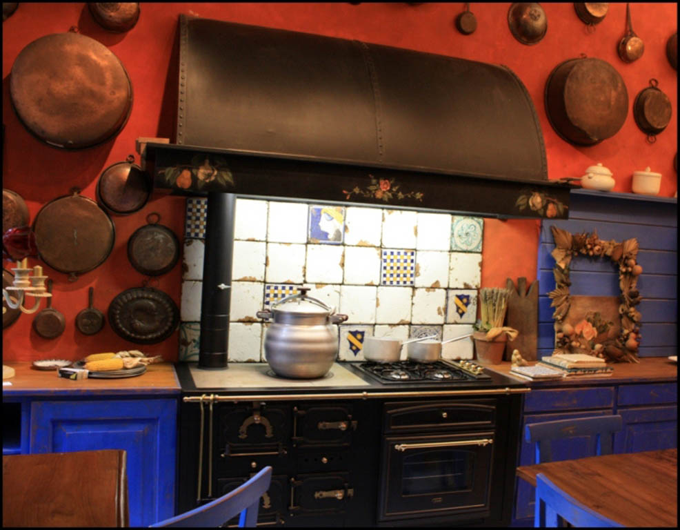 Cucina con cappa in ferro - Il Quadrangolo
