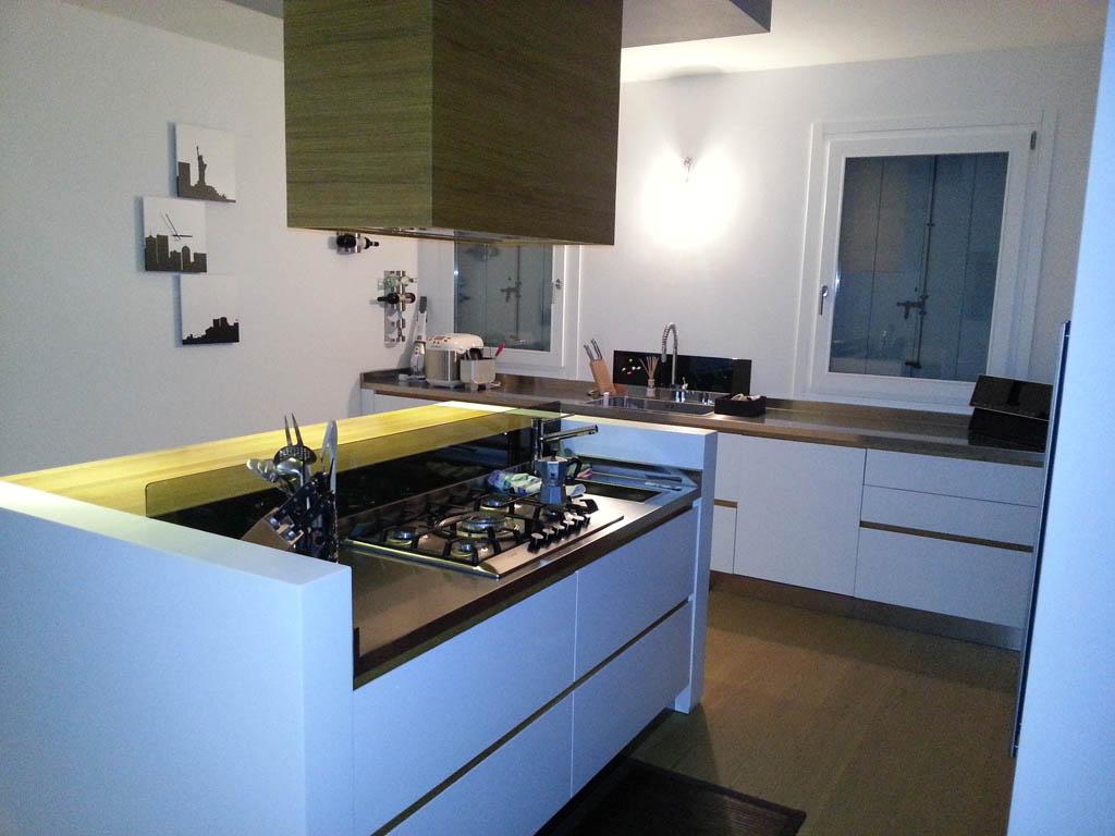 Cucina ad isola con cottura il quadrangolo - Cucina ad isola ...